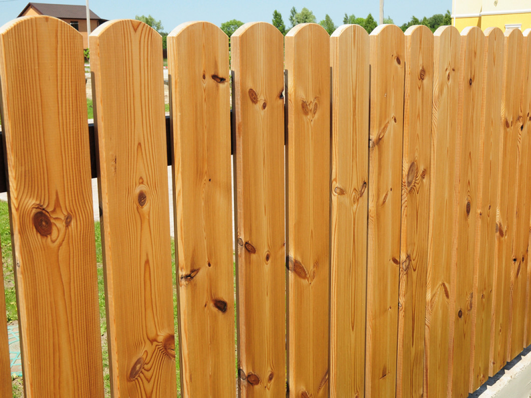 We install Wood and Chain-link fences